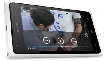 Nokia Lumia 900 in bianco
