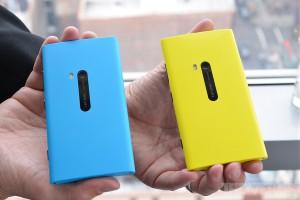 Nokia Lumia 920 Cyan (azzurro) e Giallo