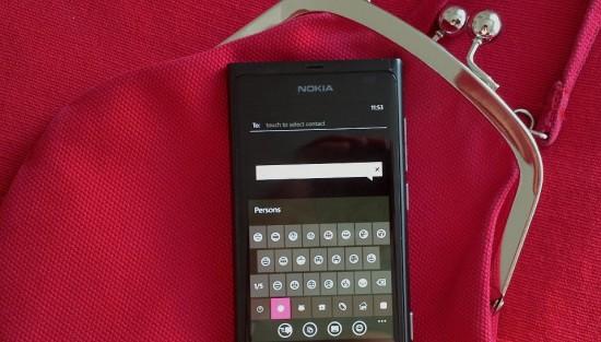 Nokia Lumia 800 con nuove emoticons