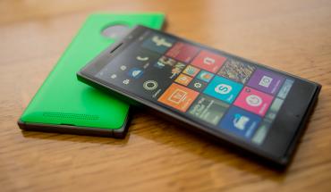 Lumia 830 con cornice scura