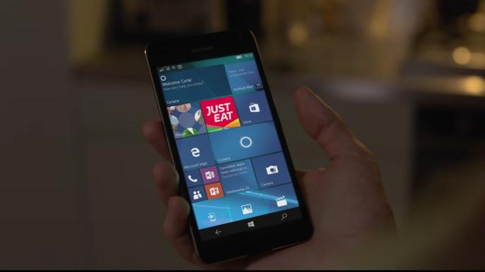 Just Eat utilizza uno smartphone Windows per pubblicizzare la propria app nel Regno Unito