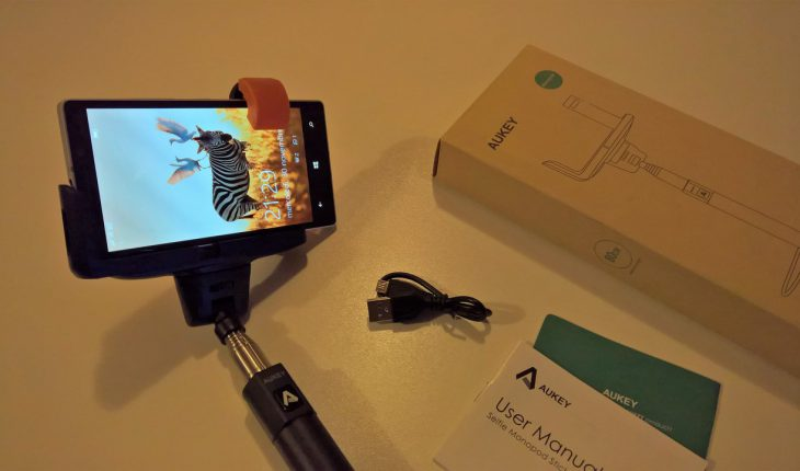 AUKEY Selfie Stick Bluetooth HD-P4