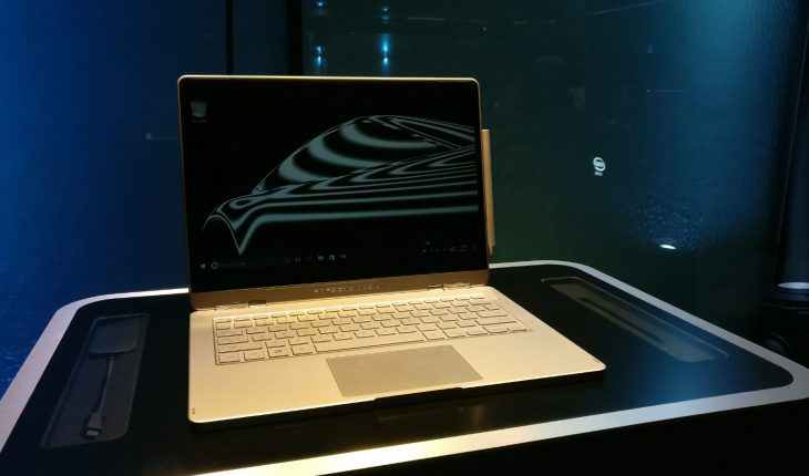 MWC 2017: Porsche Design Book One, convertibile Windows 10