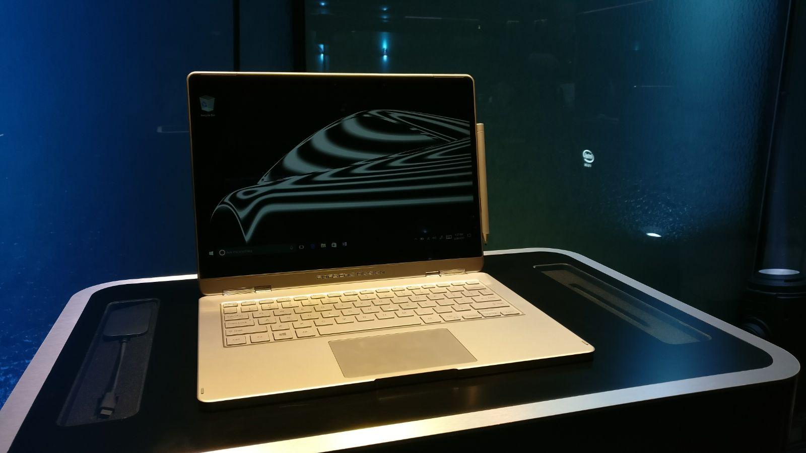 MWC 2017: Porsche Design Book One, convertibile Windows 10