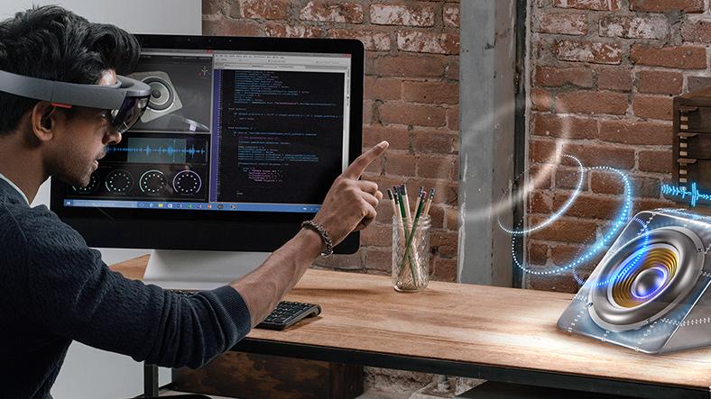 Microsoft HoloLens ora disponibile anche in Italia