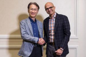Kenichiro Yoshida e Satya Nadella